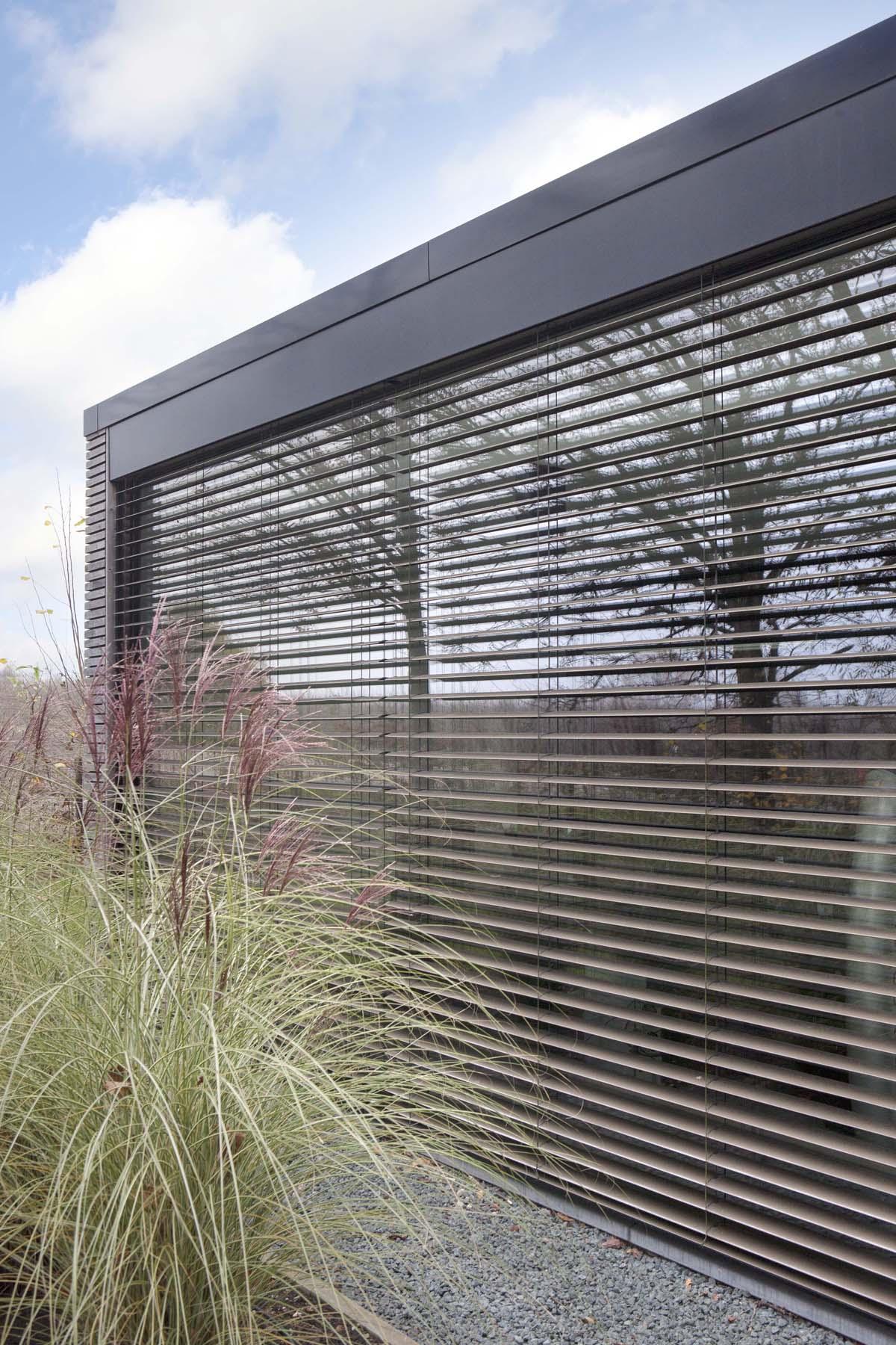protection solaire stores exterieurs et pergolas. Black Bedroom Furniture Sets. Home Design Ideas